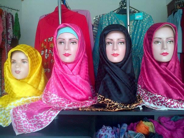 Jilbab-Segi-Empat-Licin
